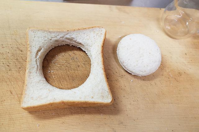 目玉焼きトースト